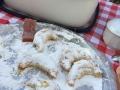 Cornes de gazelles et biscuits aux mûres