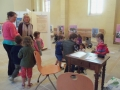 Visite de l'exposition par la classe de maternelle