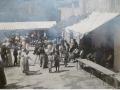 La place bien animée : carte postale ancienne