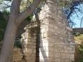 Petite construction adossée à la muraille vers Montaury