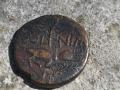 As de Nîmes côté pile : crocodile enchaîné à une palme