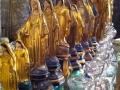 Ribambelle de vierges et de lampes à huile