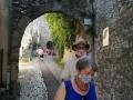 Porte fortifiée d'entrée (ou de sortie) de la cité médiévale de Vaison. Ouf on peut quitter le masque !