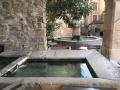 Lavoir et fontaine aux mascarons Séguret