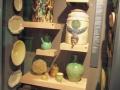 Plats et cruches en poterie