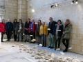 Artistes, intervenants et organisateurs derrière le nuage de pierres