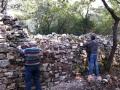 Fin de la 3ème journée : le parement du clapas à droite de la cabane est remonté