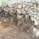 épierrement du mEpierrement du mur jusqu'à la roche mère