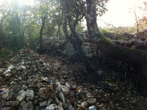 mur de l'enclos de Coste Joulène à Arpaillargues