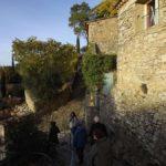Rue caladée du village médiéval