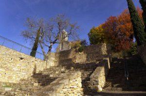 Le village médiéval et la chapelle