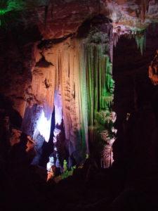 Draperies et stalagmites