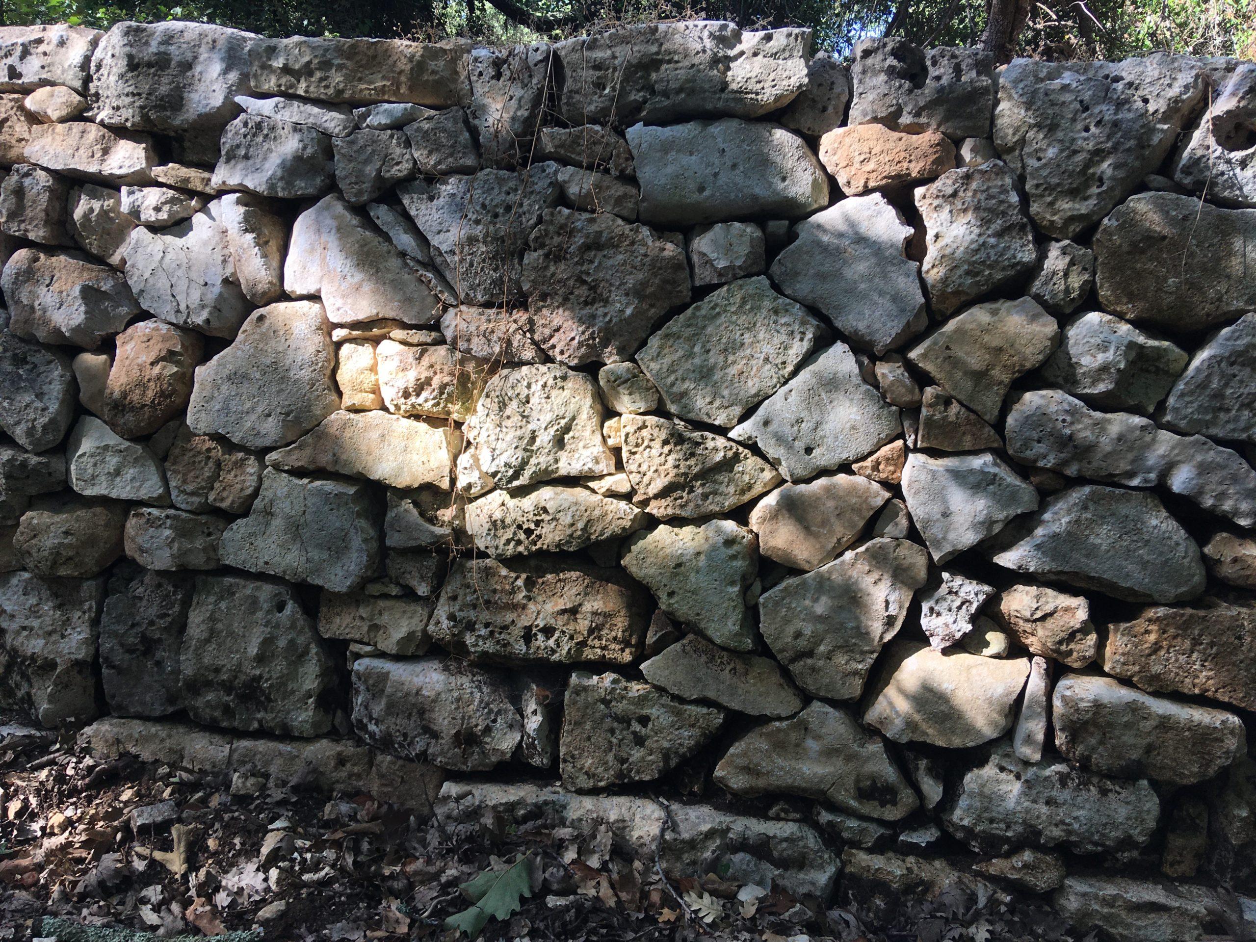 Chantier pierre sèche : Mur en opus incertum – Février-Octobre 2019